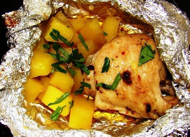 Рецепт курицы в фольге в духовке с картошкой рецепт пошагово