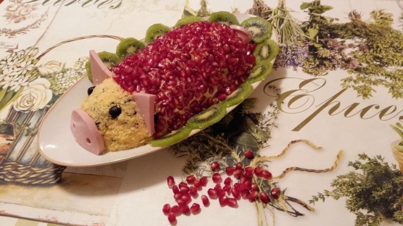 salat_svinka_s_chernjslivom