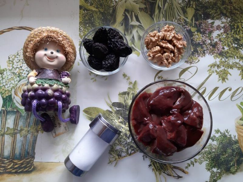 Паштет из печени с черносливом и грецкими орехами