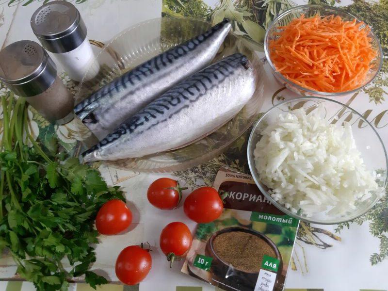 Скумбрия в духовке с луком и морковью