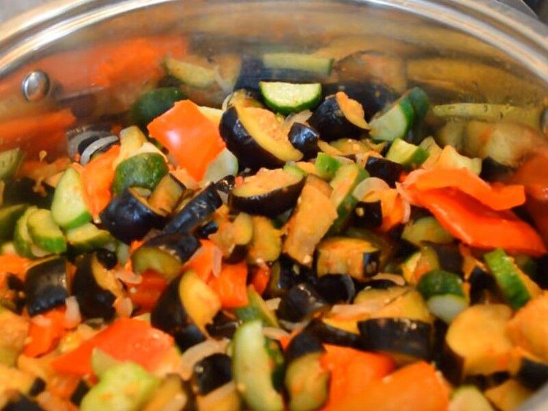 Домашнее лечо из огурцов в томатном соусе на зиму