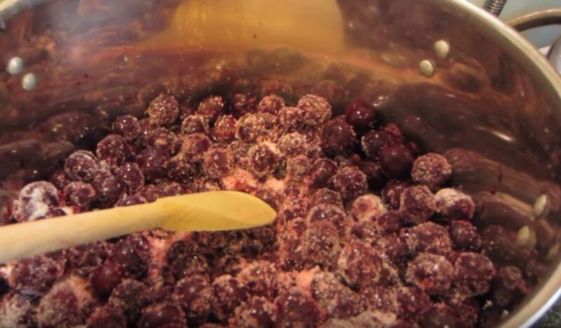 Настойка из вишни на водке в домашних условиях с косточками: рецепт с фото