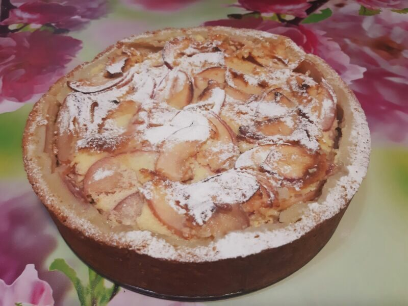 Хорошо остывший пирог, сверху посыпаем сахарной пудрой.
