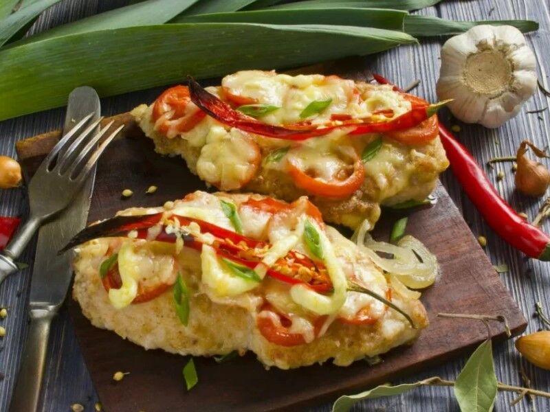 Куриное филе в духовке — 6 самых вкусных рецептов с помидорами и сыром